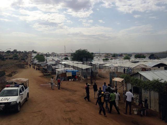 Campul de refugiaţi în care poliţistul sucevean asigură ordinea