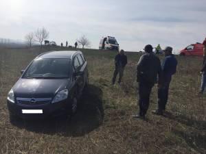 Opelul condus de femeia nevoită să iasă în decor pentru a evita o nenorocire
