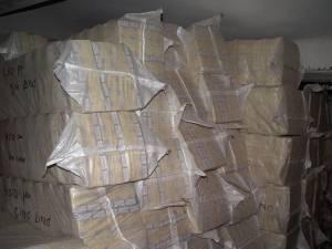 Cele 107.751 de pachete cu ţigări au fost introduse în buşteni scobiţi încărcaţi în trei vagoane