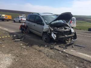 După ce a intrat în depăşirea imprudentă, șoferița a pierdut controlul maşinii și a intrat în coliziune cu VWagen-ul care circula regulamentar din sens invers