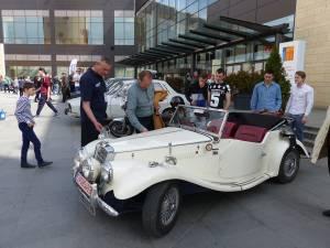Parada automobilelor retro se va desfăşura duminică, pe platoul de la intrarea în centrul comercial Iulius Mall Suceava, de la ora 10.00 la ora 14.00