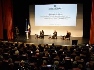 Circa 300 de reprezentanţi ai administraţiei locale au participat la dezbaterea cu preşedintele României