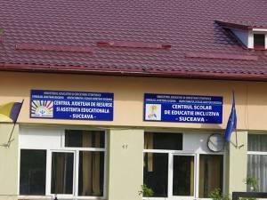 În cadrul Centrului Şcolar de Educaţie Incluzivă Suceava a fost demarată o anchetă, împreună cu reprezentanţii Protecţiei Copilului, pentru a se putea stabili ce cauze au determinat sinuciderea