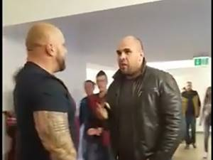 Poliţistul aflat în civil şi în afara orelor de program este abordat de Bogdan Galanton şi provocat cu cuvinte jignitoare