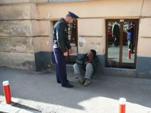 Poliţiştii i-au luat la întrebări pe toţi cei găsiţi la cerşit în punctele aglomerate ale oraşului
