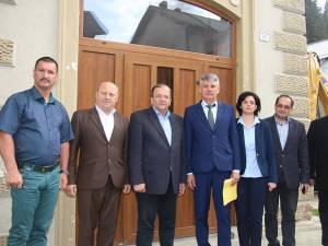 Cezar Vasile Groza (centru), susţinut de Gheorghe Flutur, Angelica Fădor şi primarii din zona de munte a judeţului