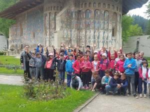 Protoieria Fălticeni a organizat o excursie de o zi pentru un grup de 46 elevi