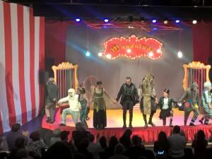 """Musicalul """"Leul Ra"""", apreciat cu aplauze la scenă deschisă"""