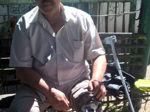 Nelu Marișcaru a rămas cu handicap accentuat și se deplasează cu ajutorul unei proteze