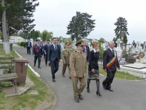 Oficialități prezente la marcarea Zilei Eroilor la Suceava