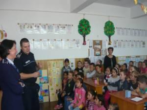 """La Școala Gimnazială Verești s-a desfășurat activitatea """"Să fii preventiv, să fii mai bun!"""""""