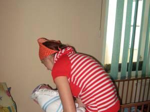 Minoră însărcinată, adusă de un echipaj de poliţie la Centrul Maternal Suceava
