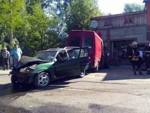 În urma impactului, două persoane cu leziuni grave au ajuns la Spitalul Municipal Rădăuți