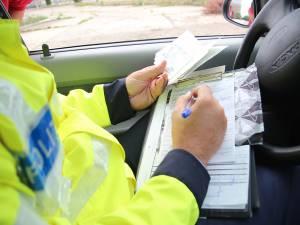 Poliţiştii au aplicat amenzi în valoare totală de aproape 10.000 de lei