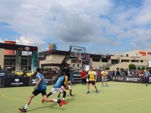 Meciul Vedetelor a fost urmărit cu interes de o mulţime de spectatori