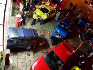 Autoturism proiectat într-un magazin, după ce a fost acroșat de altul scăpat de sub control