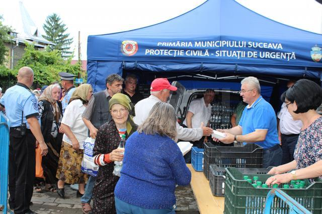 Primarul Sucevei și sotia sa, Luminița, au împărțit 5.000 de sarmale pelerinilor veniți de departe și celor veniți să se roage la Sf. Ioan