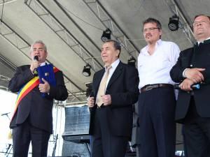 """Diplomele de """"Cetățeni de Onoare"""" au fost oferite de primarul Ion Lungu la deschiderea Zilelor Sucevei"""
