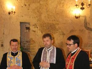 Slujba religioasă a fost oficiată de preoţii Vasile Baltag, Gabriel Herea şi Gheorghe Moroşanu