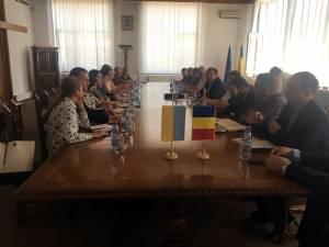 Reprezentanţii căilor ferate din România şi din Ucraina au avut noi runde de discuţii, în Vama Siret, în prezenţa preşedintelui Consiliului Judeţean Suceava, Gheorghe Flutur
