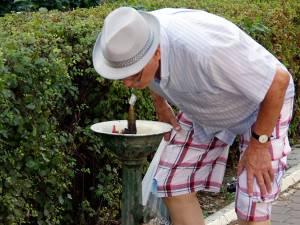 În zilele caniculare se indică purtarea pălăriilor de soare