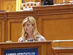 Maricela Cobuz susţine proiectul pentru îngrădirea comercializării online a medicamentelor contrafăcute