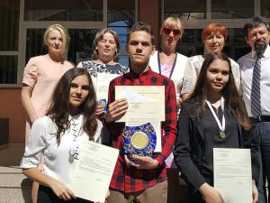 Premianții, profesorii îndrumători și directorii școlii Miron Costin