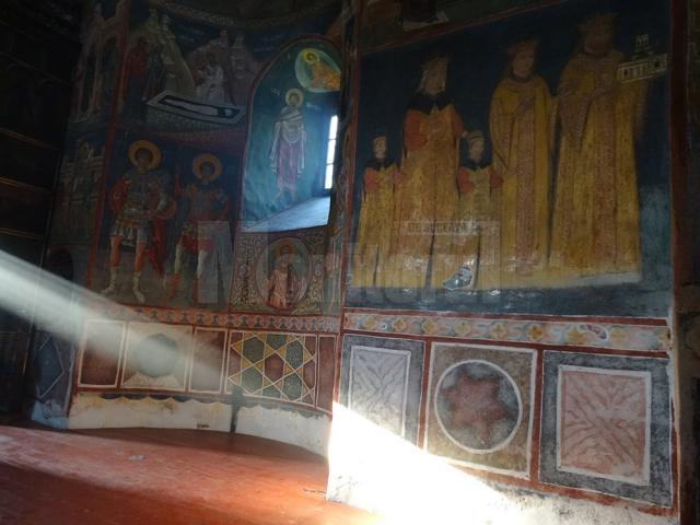 Pe 21 iunie 2017, la Solstiţiul de vară, lumina merge pe steaua în 6 colturi de sub tabloul domnitorului Ştefan cel Mare