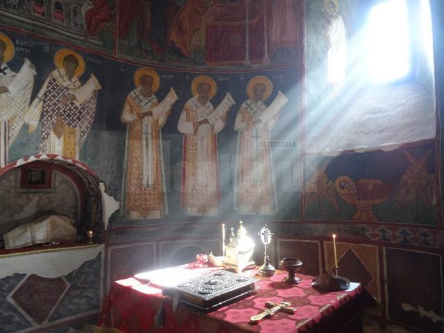 Pe 24 iunie 2017, de Sânziene, raza luminează latura de nord a Sfintei Mese, unde se citeşte Evanghelia Învierii