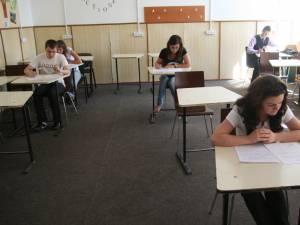 Absolvenţii claselor a XII-a au susţinut vineri ultima probă din cadrul examenului de bacalaureat