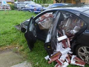 În maşină au fost găsite 7.350 de pachete de ţigări de proveniență ucraineană