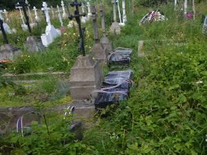Coletele ascunse în cimitirul din Climăuţi conţineau trei mii de pachete de ţigări, care cel mai probabil fuseseră aduse din Ucraina