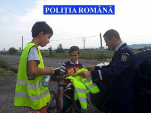 Poliţiştii atrag atenţia că astfel de accidente, aparent banale, se pot transforma în tragedii