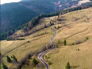 Unul dintre cele mai spectaculoase drumuri turistice din întreaga ţară, Transrarăul, a fost redeschis