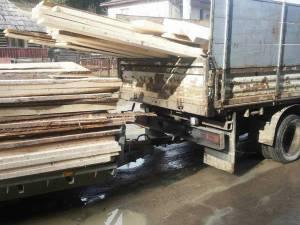 Amenzi, material lemnos şi maşini confiscate în cadrul unei ample acţiuni pentru combaterea ilegalităţilor pe linie silvică