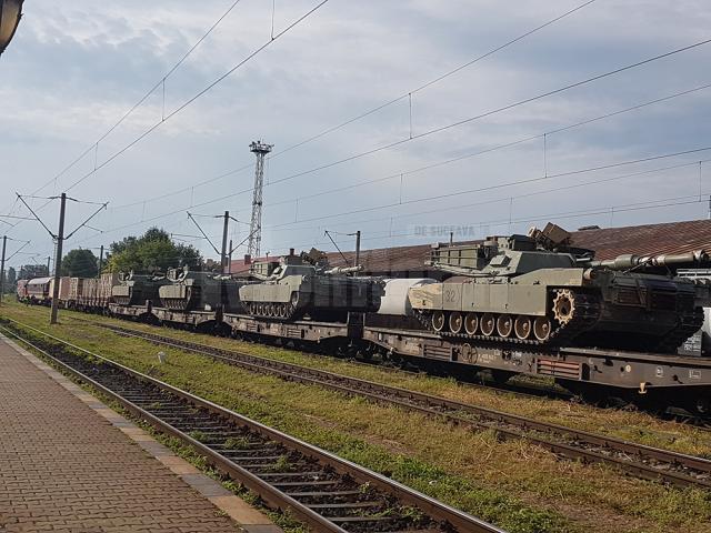 Un tren cu echipament militar a tranzitat ieri judeţul