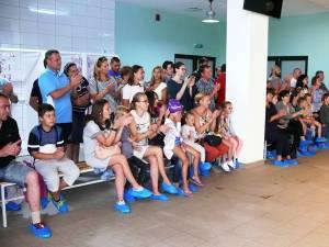"""Peste o sută de copii au participat la a treia ediţie a concursului de înot """"Cupa Nada Florilor"""""""
