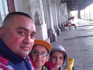 Dafin Băcilă, împreună cu cei doi fii ai săi
