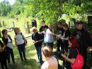 22 de elevi din Rădăuţi şi Rostock au reabilitat mii de pietre de mormânt ale victimelor din cele două războaie mondiale