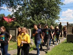 Voluntarii germani care au făcut curăţenie în cimitire din Suceava