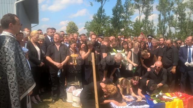 Politistul Sorin vezeteu, condus pe ultimul drum 4
