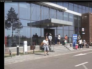 Pasagerii au reclamat faptul că au fost lăsaţi să aştepte ore bune până să li se spună că zborul a fost anulat