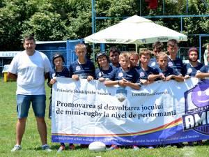 Juniorii sub 12 ani de la ACS Amicii Suceava alături de antrenorul Codrin Prorociuc