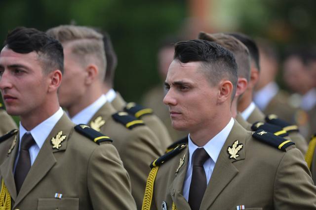 Un absolvent al Colegiului Militar din Câmpulung Moldovenesc este şef de promoţie al Academiei Forţelor Terestre