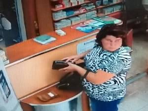Femeia care a luat portofelul