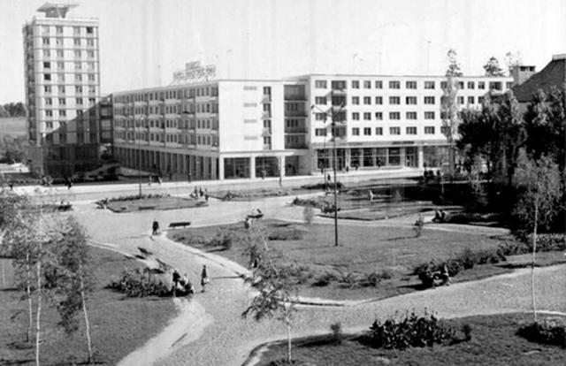 Centrul nou înainte de construcţia Casei de Cultură
