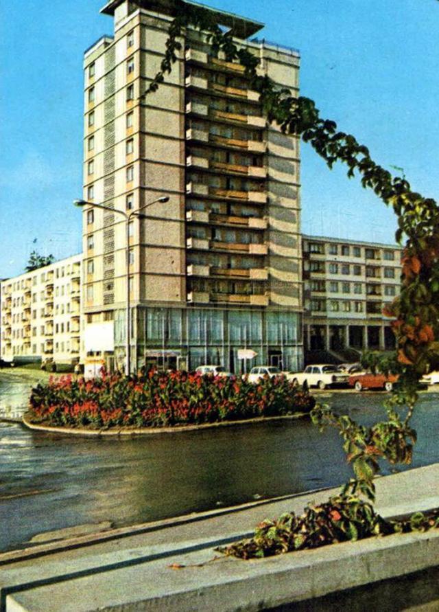 Blocul Turn din centrul nou al oraşului, un simbol al noii arhitecturi a anilor 60