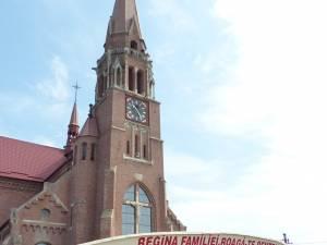 Peste 6000 de oameni au participat la marea sărbătoare a Sfintei Marii, de la Cacica
