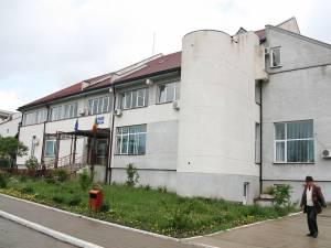 Protejatul fostei directoare de la Casa Judeţeană de Pensii Suceava, care a picat concursul măsluit în favoarea sa, a primit o amendă penală de 8.000 de lei