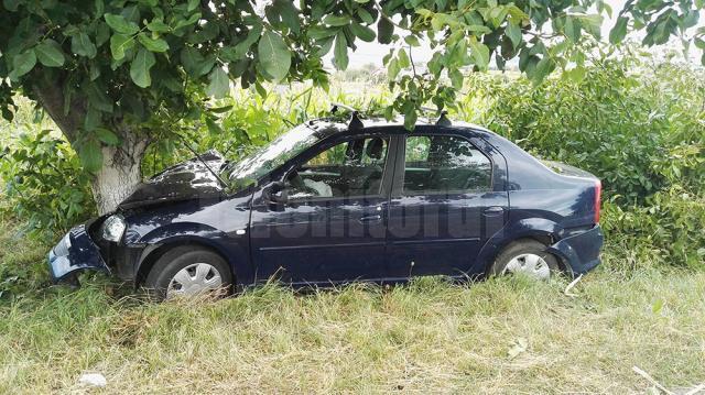 Preotul de 77 de ani a pierdut controlul mașinii și a intrat in coliziune cu doi copaci de pe marginea drumului